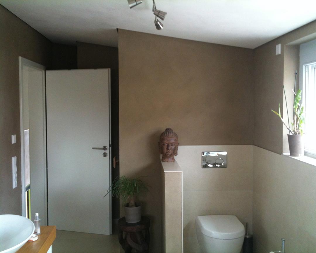 Coachingraum - Toilette - Wartebereich mit grüner Wand - Inneneinrichtung Heidelberg, Mannheim, Stuttgart - Gaffga Interieur Design. Planung und Ausführung - Lichtplanung - Möbel auf Maß. Toilette mit Budha Figur