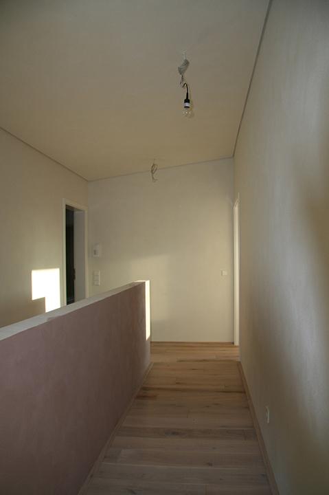 Coachingraum Flur - Wartebereich mit grüner Wand - Inneneinrichtung Heidelberg, Mannheim, Stuttgart - Gaffga Interieur Design. Planung und Ausführung - Lichtplanung - Möbel auf Maß. Coachingräume
