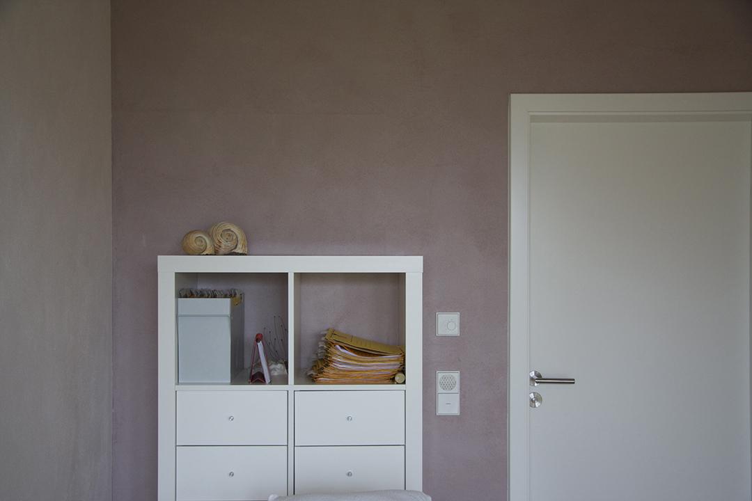 Coachingraum - Wartebereich mit grüner Wand - Inneneinrichtung Heidelberg, Mannheim, Stuttgart - Gaffga Interieur Design. Planung und Ausführung - Lichtplanung - Möbel auf Maß. Rosa Wand