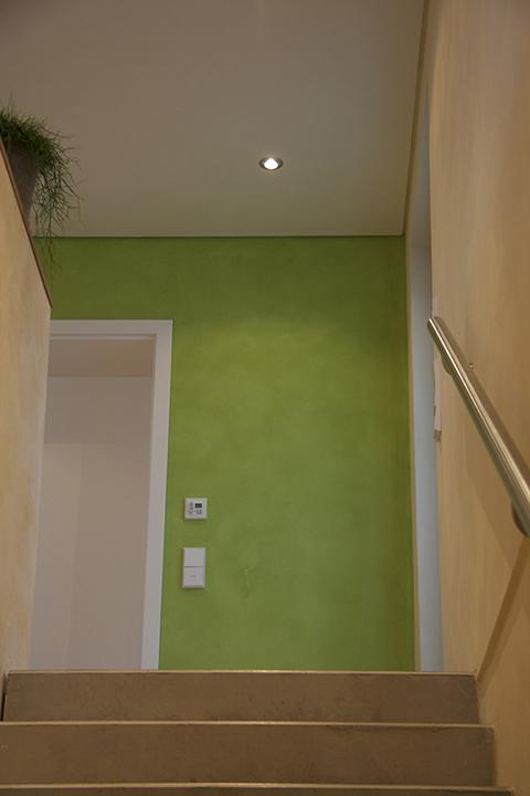 Coachingraum - Wartebereich mit grüner Wand - Inneneinrichtung Heidelberg, Mannheim, Stuttgart - Gaffga Interieur Design. Planung und Ausführung - Lichtplanung - Möbel auf Maß. Coachingräume