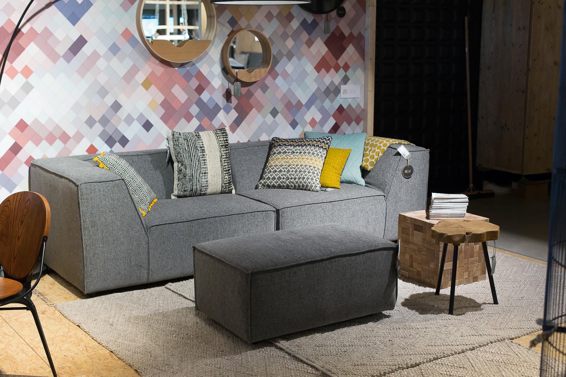 Inneneinrichtung Heidelberg, Mannheim, Stuttgart - Gaffga Interieur Design - Moebel von Zuiver, Sofa in grau mit Holztisch