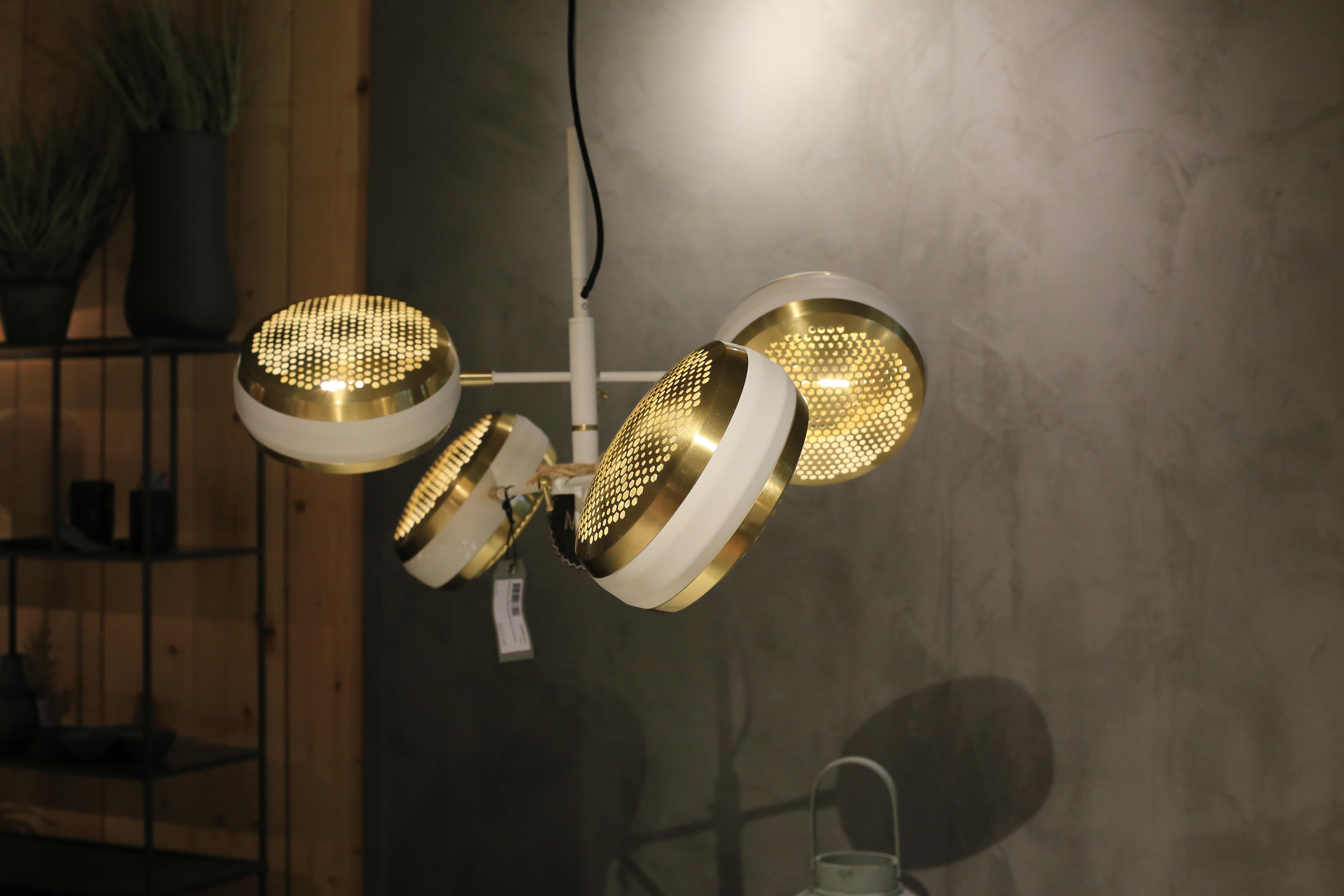 Inneneinrichtung Heidelberg, Mannheim, Stuttgart - Gaffga Interieur Design - Moebel von Zuiver, Haengeleuchten in Gold und Weiß