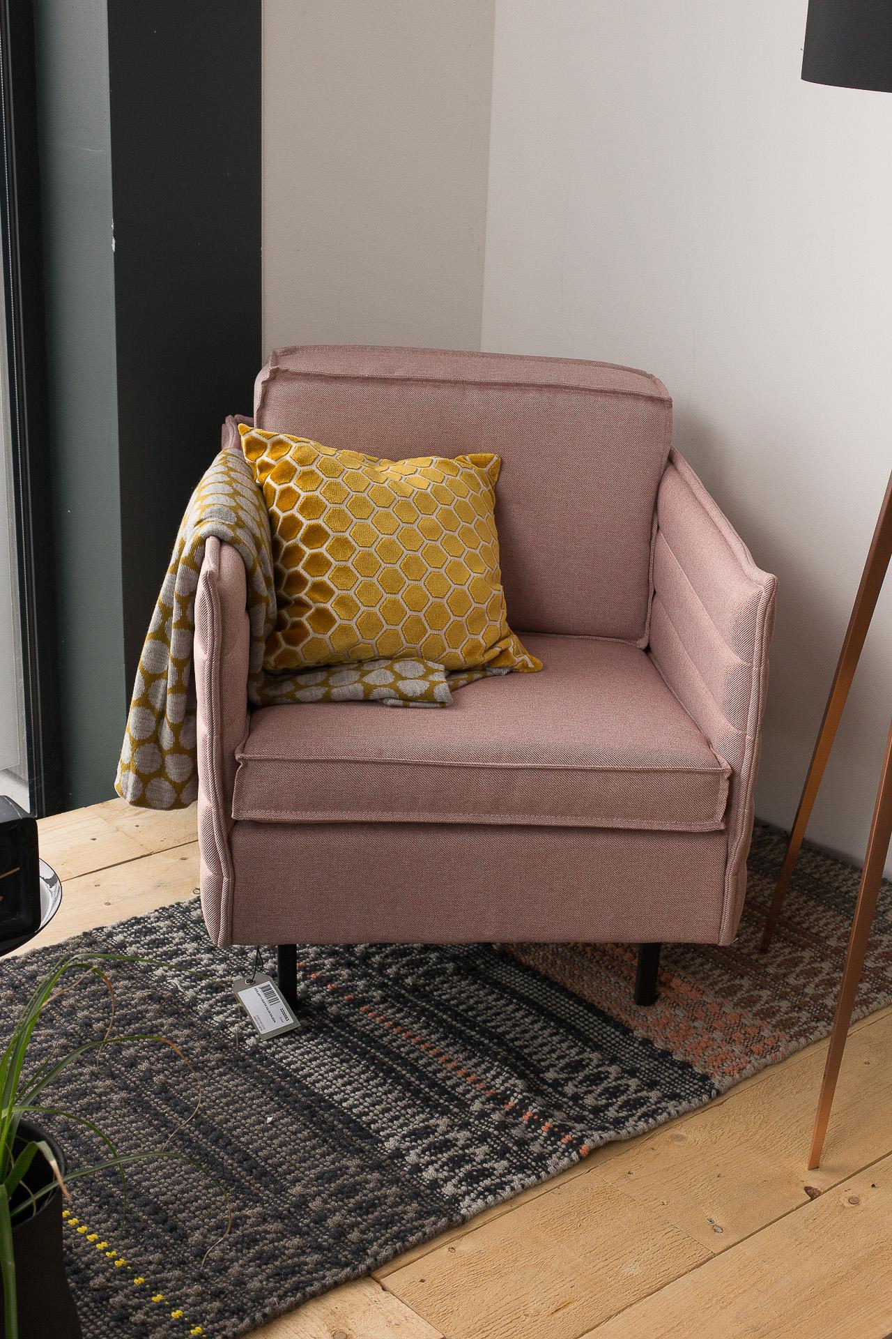 Inneneinrichtung Heidelberg, Mannheim, Stuttgart - Gaffga Interieur Design - Moebel von Zuiver, schmaler rosa Sessel